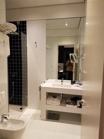 Fantastic bathroom. Well equipped with quality products. - Picture ...
