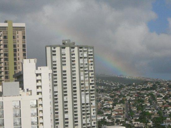 Waikiki Beach Marriott Resort & Spa: Rainbow over Waikiki