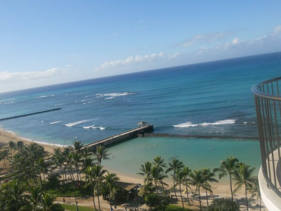 Waikiki Beach Marriott Resort & Spa: View of the Pacific and beach from balcony
