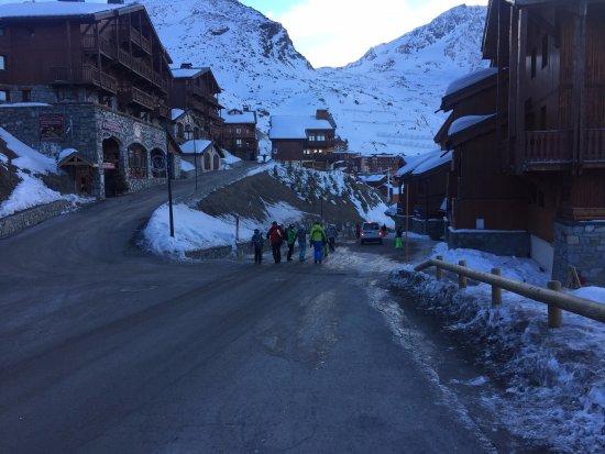 Residence Chalet Altitude : Morning Walk to the piste 2/3
