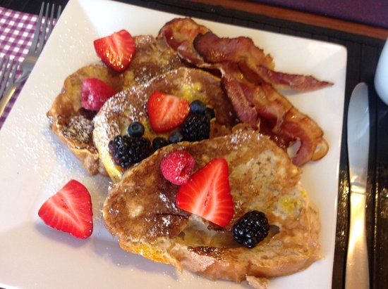 Lion's Head, Canadá: French Toast with bacon - our favourite!