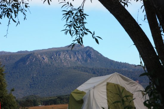 Mole Creek, ออสเตรเลีย: Gog Mountain Range from camping area