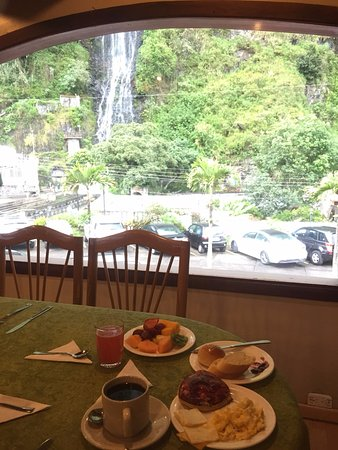 Sangay Spa Hotel: The included breakfast and dining area