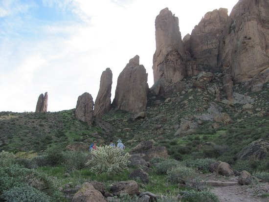 Lost Dutchman State Park: Superstition Mountain