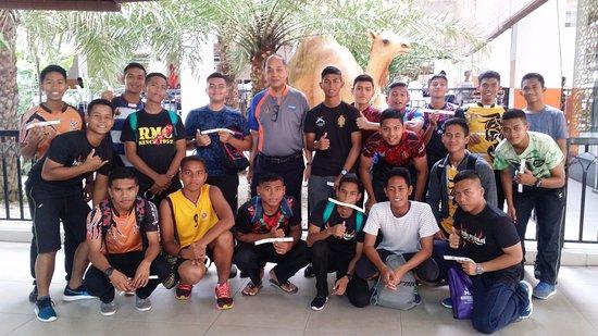 Bukit Gambang Resort City: Group photo @ arabian hotel lobby