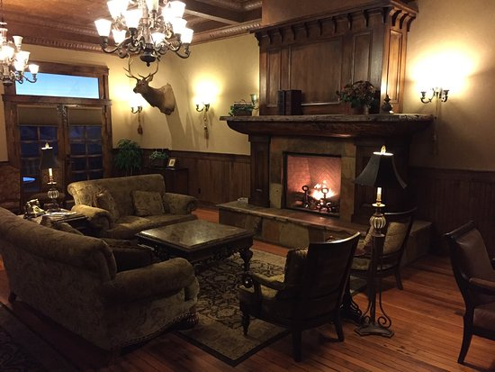 Walden, CO: Lounge on second floor.