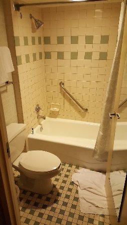 Disney's Pop Century Resort: The bathroom, pretty standard.
