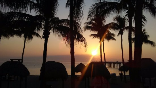 Sunny Isles Beach, FL: Beautiful sunrise view