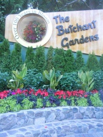 Butchart Gardens: Butchart sign