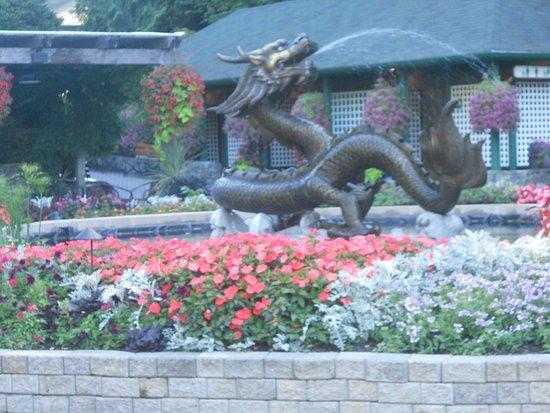 Asian dragon fountain at entrance of Butchart Gardens