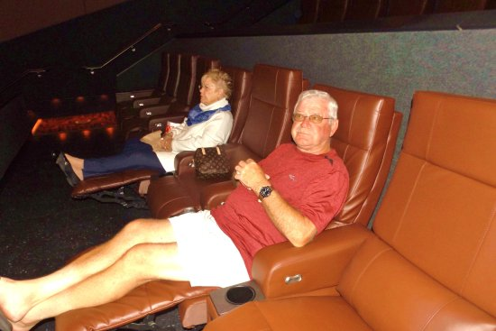Rancho Mirage, CA: All recliners in all theaters