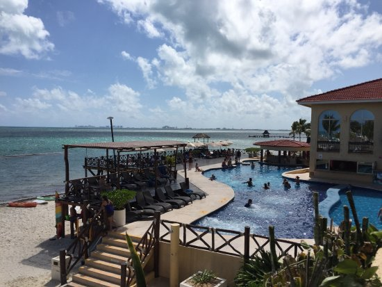 All Ritmo Cancun Resort & Waterpark: Zona de playa/alberca