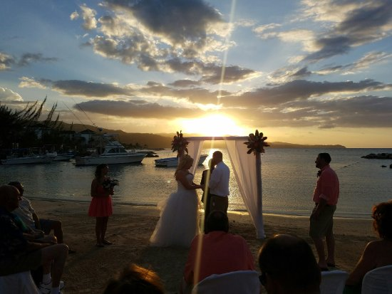 Sunscape Splash Montego Bay Sunset Wedding Ceremony On The Beach