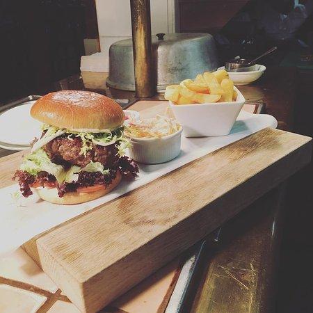 Globe & Crown: Homemade Burgers with homemade chunky chips