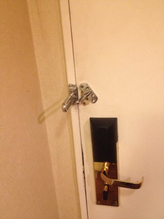 Sheraton Buenos Aires Hotel & Convention Center: El mantenimiento de mi habitación. 1516, deja mucho que desear. Nada más entrar una gran gotera