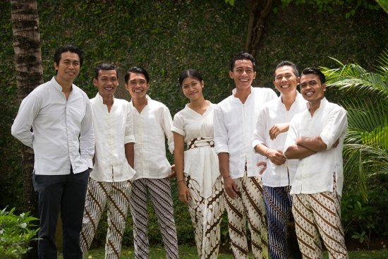 Villa Samuan : Our well trained and experienced team