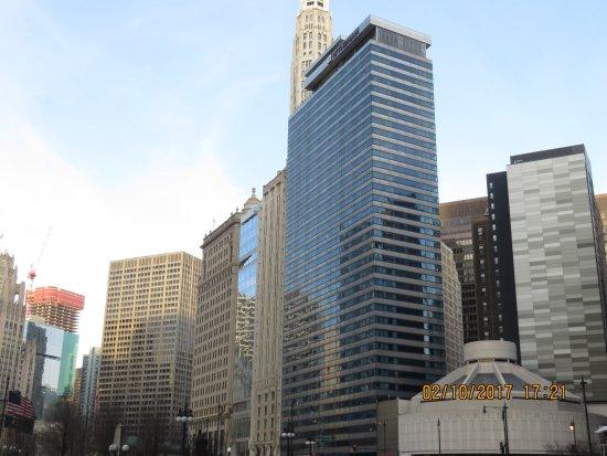 Wyndham Grand Chicago Riverfront: El Hotel visto desde la calle