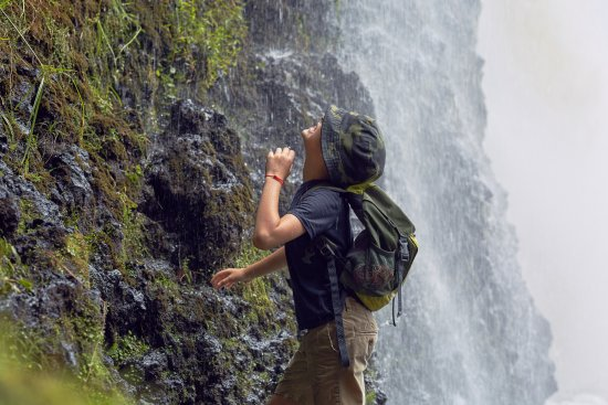 Auckland Region, New Zealand: Под водопадом