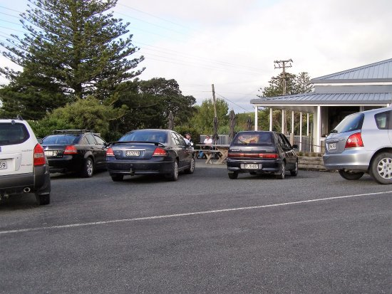 Wellsford, New Zealand: Friday evening rush hour for fish and chips