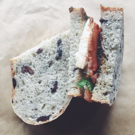 Hamilton, Nova York: The Jenny on Olive and Thyme bread