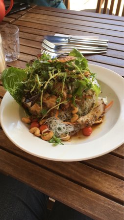 Wentworth Falls, Australia: An amazing Lime and Black Pepper Chicken and Cashew Salad