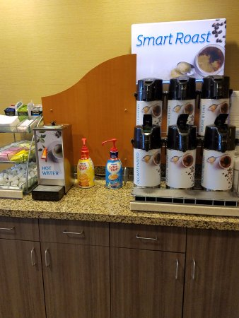 Holiday Inn Express & Suites Pocatello : 24 hr Coffee/Drinks bar