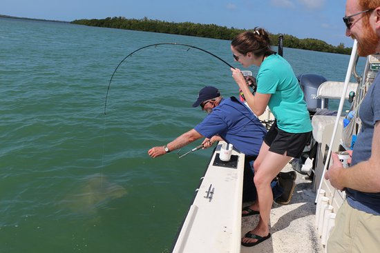 Santiva Saltwater Fishing: Finally...seconds before Jim gaffed the ray and the pole broke