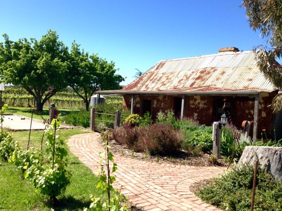 Barossa Valley, Australia: Historical Steike home at Gibson's cellar door