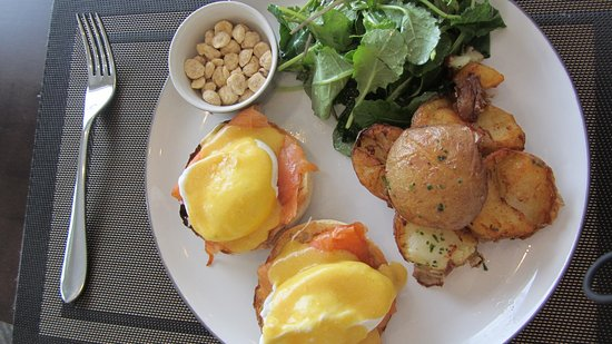 Malahat, Canadá: Bennies with smoked trout