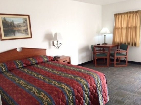 Stuart, IA: Single room with queen bed