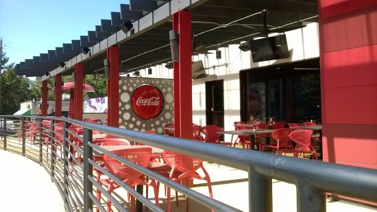 College Park, GA: Groovy outdoor seating