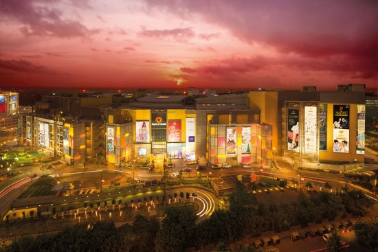 Noida, Índia: 5 shopping zones. 330 brands. 7 floors of shopping & food. 75 F&B options. 7 PVR screens. 80 Kio