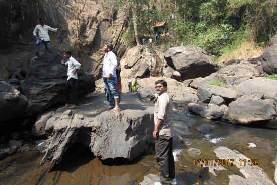 Soochippara Falls (Sentinel Rock Waterfall): Pond near falls