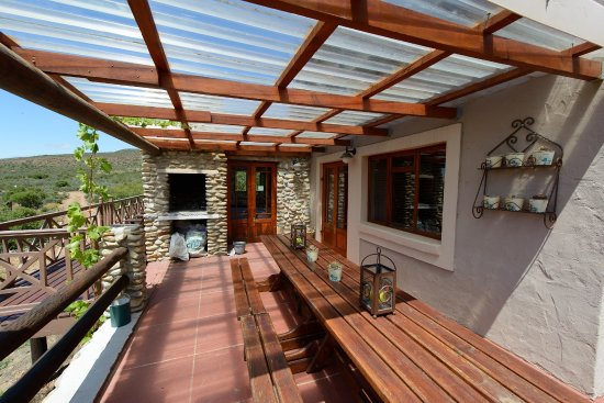 Ladismith, Sudafrica: The Chenin Blanc Cottage Patio with Build in Braai