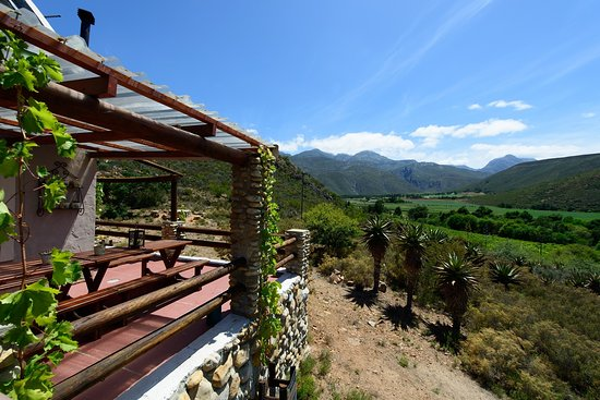 Ladismith, Sudafrica: The Chenin Blanc Cottage Patio with Views