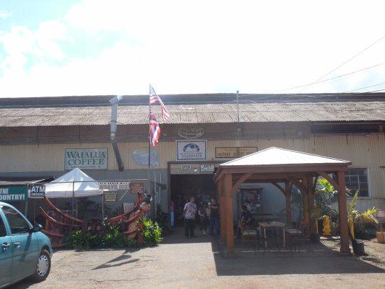 Waialua, HI: 玄関わきにイートインの小屋が出来てました