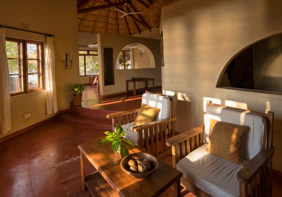 Chintheche, Malawi: Lounge area in Superior chalet