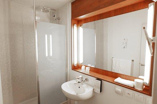 Boulazac, Frankrike: Salle de bains Nouvelle Génération