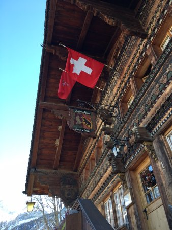 Gsteig, Suiza: The beautiful wooden exterior