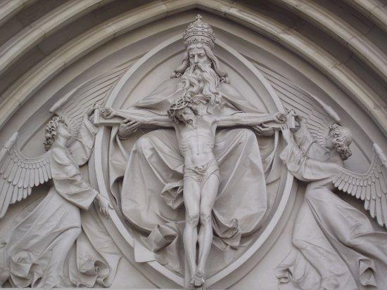 Olomouc, สาธารณรัฐเช็ก: Rzeźba nad wejściem głównym.