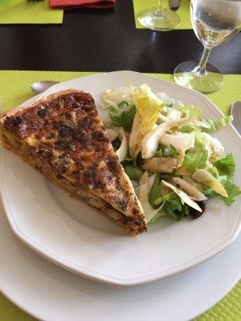 Oradour-sur-Vayres, Frankreich: Entrée: tarte aux cèpes et chataignes : un régal