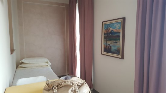 camera letto singolo - Foto di Albergo Ristorante Moderno, Lovere ...