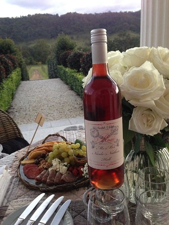 Canungra, Australia: Sarabah Estate Vineyard Rosé is a must try!!!