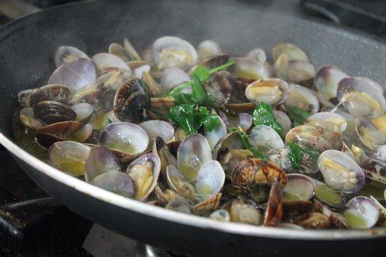 Lo staff del locale Gourmet ad Afragola (Napoli), vi dà il benvenuto sul proprio sito e vi invit
