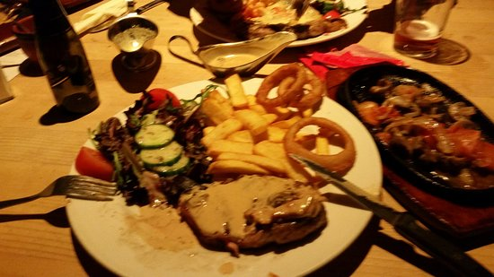 Milford on Sea, UK: Sirloin steak served on a sizzling platter with a smoked bacon and mushroom sauce.
