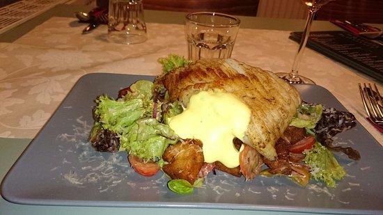 Greifswald, Allemagne : Hauptgang: Rochen auf italienischem Brotsalat