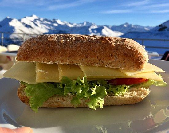 Berggasthaus Gotschnagrat: Großes Käse Sandwich