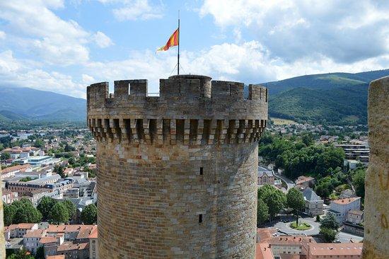 Foix, France: Panoramica de la torre y la ciudad