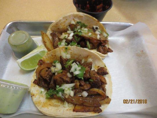 Southington, CT: al pastor tacos