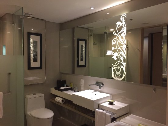 Four Points By Sheraton Bangkok, Sukhumvit 15: photo1.jpg